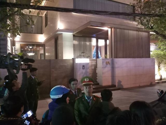 Phan Văn Anh Vũ bị Singapore trục xuất, về tới sân bay Nội Bài - Ảnh 4.