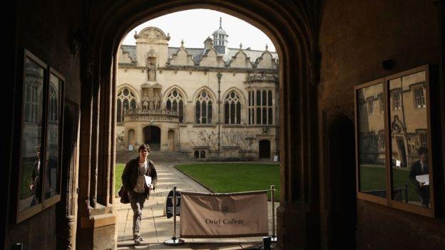 Ít người xuất thân từ gia đình không thuận lợi vào được các trường đại học danh tiếng như Oxford hay Cambridge