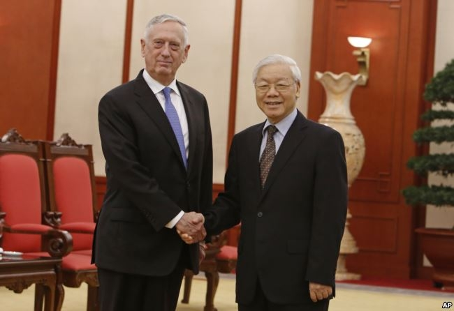 Trong cuộc gặp với TBT Nguyễn Phú Trọng hôm 25/1, Bộ trưởng Mattis cho biết tàu sân bay Mỹ sẽ cập cảng Việt Nam vào tháng 3.