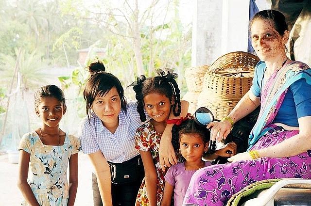 """Cô gái Việt nhận học bổng toàn phần Mỹ với bài luận về người bố làm nghề... """"cưa bom"""""""