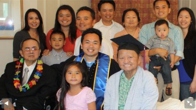 Gia đình ông Darren Cường Trần cùng mẹ ông trước khi bà qua đời vào tháng 7/2013