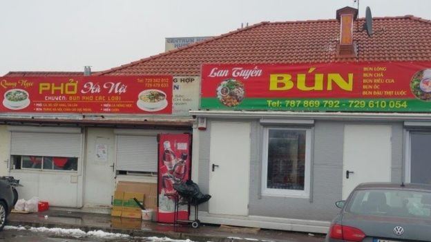 Làm nhà hàng là một nghề của nhiều người Việt tại Ba Lan