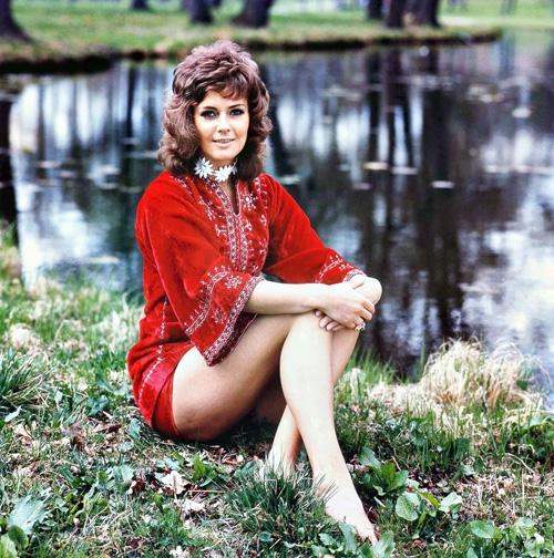 Anni-Frid Lyngstad quyến rũ thời trẻ.
