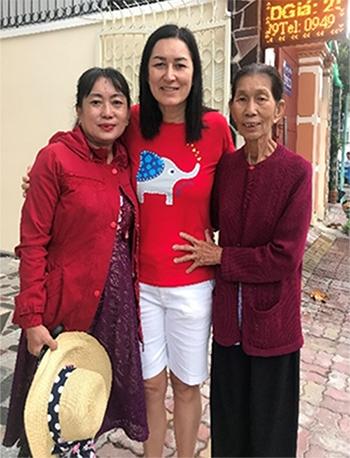 Mỹ Hương cùng chị gái - Lê Thị Sương và mẹ Hồ Thị Tuyết.