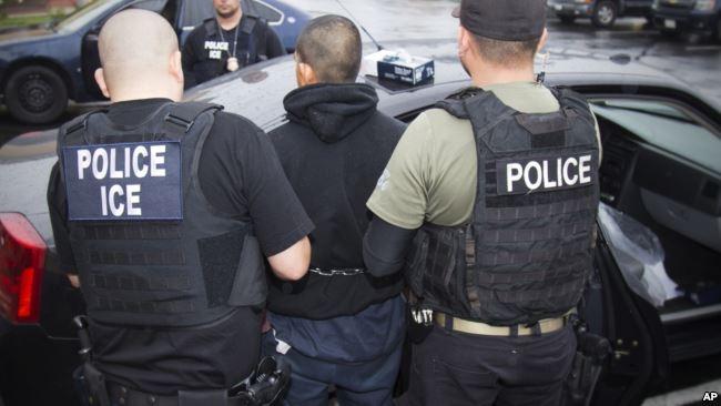 Hàng nghìn người gốc Việt hiện trong diện bị trục xuất, theo ICE.