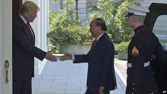 Thủ tướng Nguyễn Xuân Phúc trong chuyến thăm Nhà Trắng tháng Năm năm ngoái.