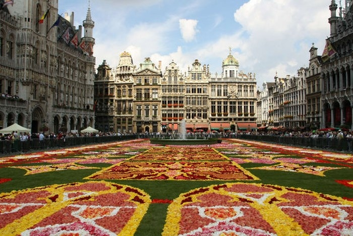 Những địa danh du lịch nổi tiếng ở châu Âu nên khám phá trong mùa hè - Ảnh 2
