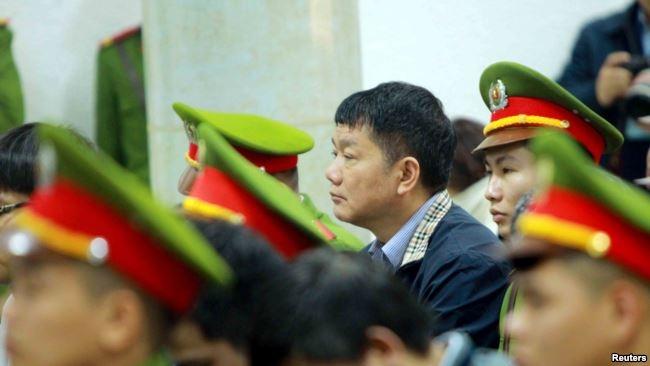"""Cựu ủy viên Bộ Chính trị """"ngã ngựa"""" Đinh La Thăng tại tòa."""