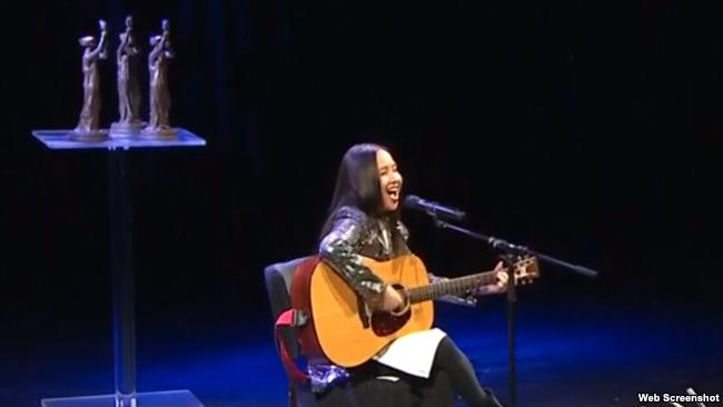 Ca sĩ Mai Khôi biểu diễn tại lễ trao giải thưởng Quốc tế Havel 2018, 30/5/2018.