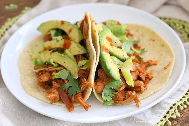 Bánh kẹp tacos được chế biến với nguyên liệu chính là quả mít non.