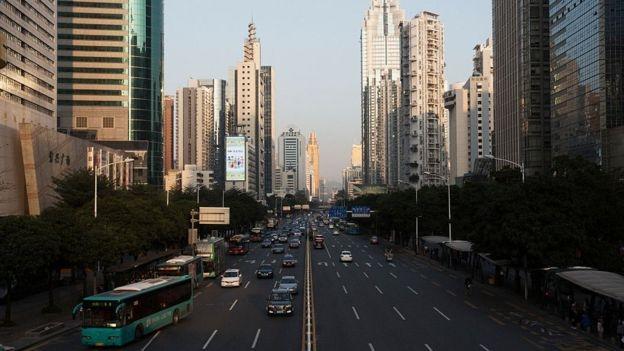 Thâm Quyến nhanh chóng trở thành một thành phố sầm uất sau khi thiết lập đặc khu kinh tế đặc biệt dưới thời Đặng Tiểu bình vào 1979