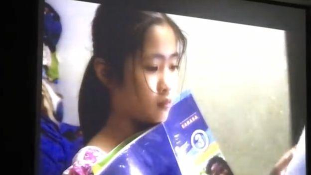 Bé Nấm con Nguyễn Ngọc Như Quỳnh - Một cảnh trong phim tài liệu 'Khi mẹ vắng nhà'