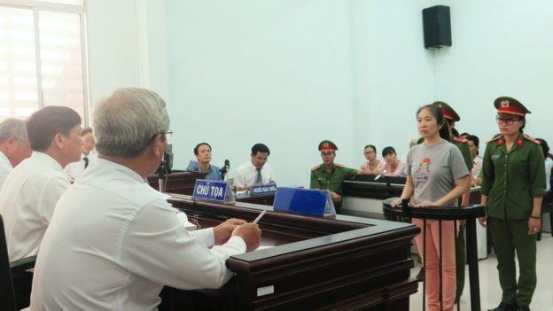 Blogger Mẹ Nấm trong một phiên tòa