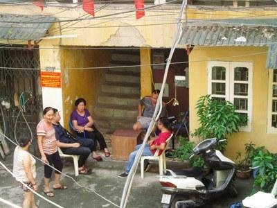 Huy động cả phụ nữ canh nhà văn Phạm Thành