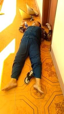 Một người dân xã Phổ Thạnh bị đánh ngất xỉu ở trụ sở UBND xã hôm 4/9/2018