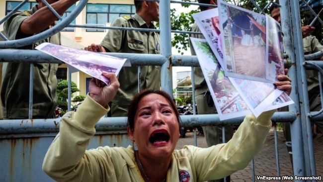 Người dân Thủ Thiêm kêu gào đòi gặp quan chức chính quyền sau hàng chục năm đi khiếu kiện.