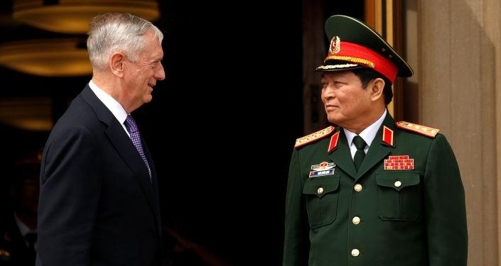 Đại tướng Ngô Xuân Lịch và Bộ trưởng Quốc phòng Mỹ James Mattis
