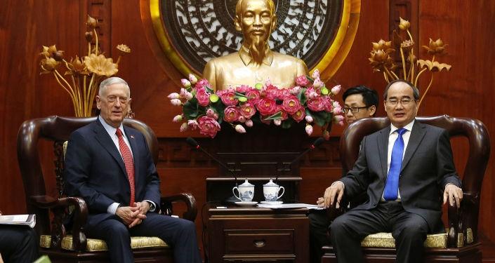 Bộ trưởng Quốc phòng Mỹ James Mattis gặp Bí thư Thành ủy TPHCM Nguyễn Thiện Nhân