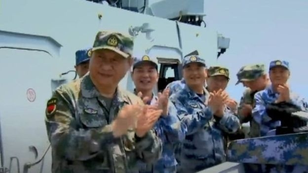 Chủ tịch Tập đích thân lên tàu Liêu Ninh thị sát và khích lệ quân đội Trung Quốc