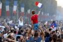 CĐV Pháp náo loạn đường phố Paris sau chức vô địch