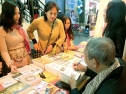 Mang sách đến với người Việt tại Pháp