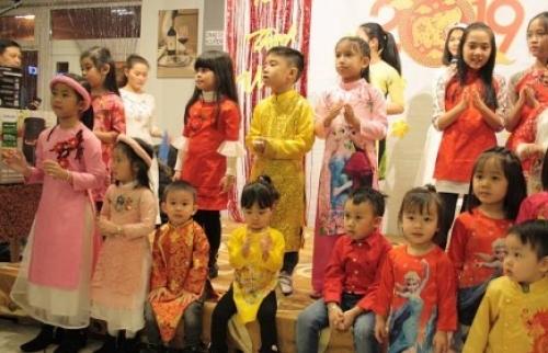 Trẻ Việt Nam phải