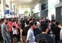 Sân bay Tân Sơn Nhất: Biển người chen chân về quê đón tết