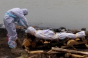 Ấn Độ thừa nhận thi thể bị vứt trên sông Hằng là nạn nhân Covid-19